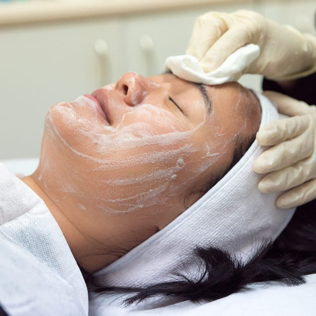 hydrafacial cleansing